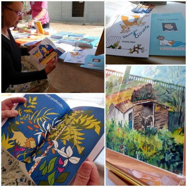 Arlette Béal présente quelques livres à un  Salon du livre. Photo Jo Tourtit. Tous droits réservés.